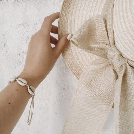 Kauriarmband am Handgelenk